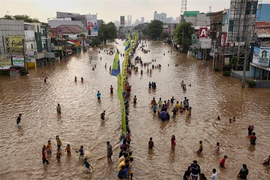 Indonesia: Widespread flooding hits Jakarta