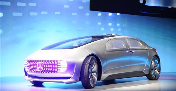 Look no hands futuristic driverless cars are all the for Mercedes benz autonomous driving